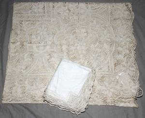 021507 BELGIAN LACE TABLECLOTH 112 X 62 NAPKINS