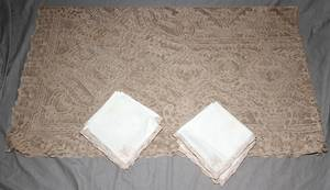 021506 LACE TABLECLOTH 112 X 64 NAPKINS