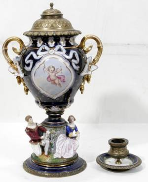 091014 FRENCH PORCELAIN  BISQUE COVERED URN H18