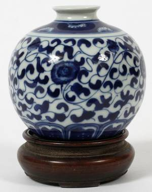 CHINESE BLUE AND WHITE PORCELAIN VASE H 3