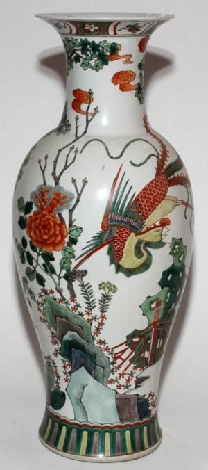 CHINESE ENAMEL DECORATED PORCELAIN VASE