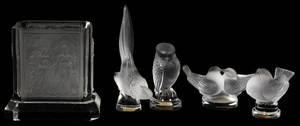 LALIQUE CRYSTAL BIRD FIGURES 4  A VASE