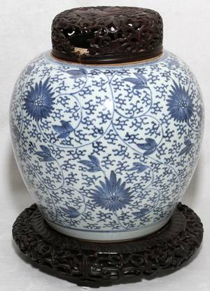 CHINESE BLUE  WHITE PORCELAIN JAR H 9