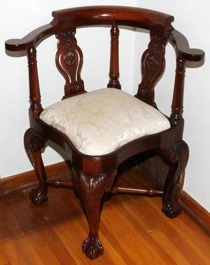CHIPPENDALE STYLE MAHOGANY CORNER CHAIR