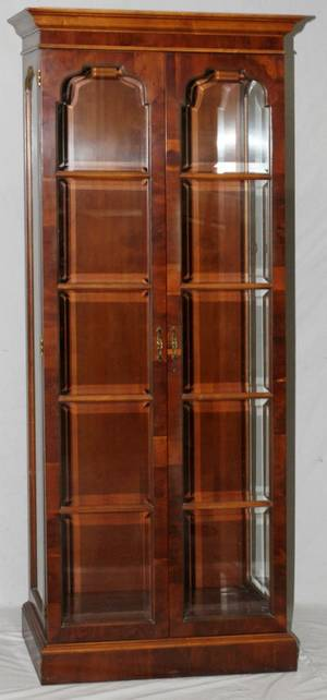 MAHOGANY DISPLAY CABINET H 86 W 30 D 135
