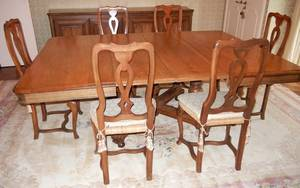 ANTIQUE OAK DINING TABLE AND SIX CHAIRS