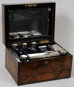 LADYS ENGLISH BURLED WALNUT TRAVEL CASE 19TH C