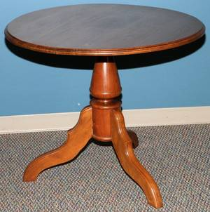 WALNUT ROUND TABLE C 1880 H 28 DIA 35