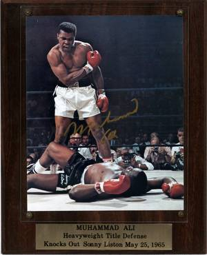 MOHAMMAD ALI AUTOGRAPHED COLOR ACTION PHOTO