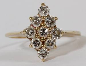 CLUSTER DIAMOND AND 14 KT YELLOW GOLD RING