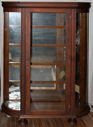 AMERICAN OAK CHINA CABINET CURVED GLASS C1900