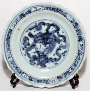 CHINESE MING BLUE  WHITE PORCELAIN PLATE
