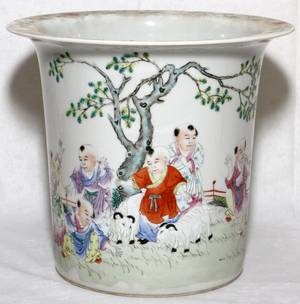 CHINESE ENAMELED PORCELAIN CACHE POT