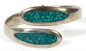 NAVAJO STERLING SILVER AND TURQUOISE BRACELET