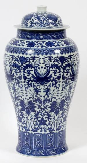 CHINESE PORCELAIN LIDDED URN