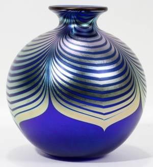051100 STEVEN CORREIA STUDIO ART GLASS VASE