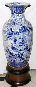 041136 CHINESE BLUE  WHITE PORCELAIN URN 19TH C 34