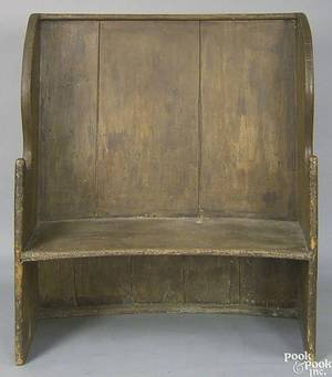Painted pine settle late 18th c
