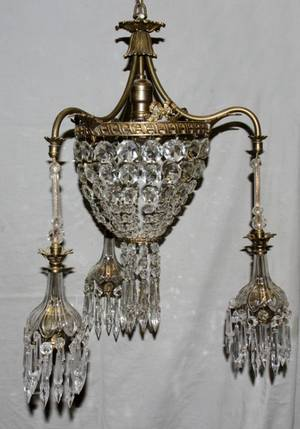 050115 FRENCH STYLE CHANDELIER GILT METAL  CRYSTAL