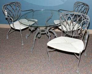 040105 WOODARD CAST IRON TABLE AND 3 CHAIRS 4 PCS