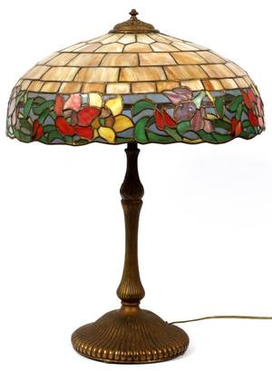 TIFFANY STYLE THREELIGHT TABLE LAMP
