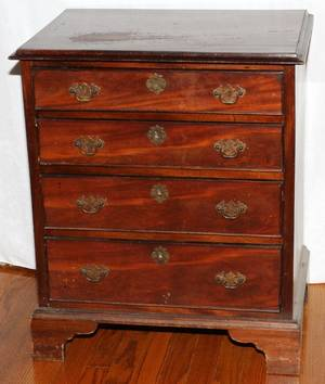 ENGLISH MAHOGANY CHEST OF DRAWERS LATE 19TH C
