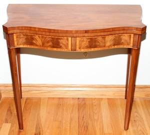 060284 MAHOGANY CONSOLE TABLE H 29 W 33 D 18