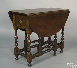 Pennsylvania William  Mary walnut gateleg table ca 1730