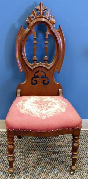 VICTORIAN WALNUT SIDE CHAIR 19TH C