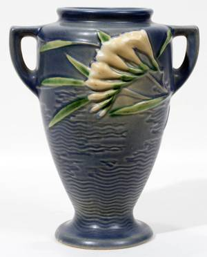Realized Price For 010222 Roseville Columbine Pattern Pottery