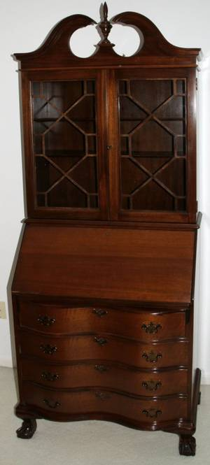 042337 CHIPPENDALE STYLE MAHOGANY DROP FRONT SECRETARY