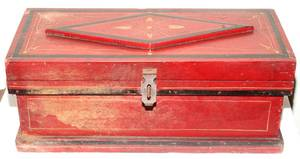 031443 PAINTED RED CHEST ANTIQUE H 10 W 25