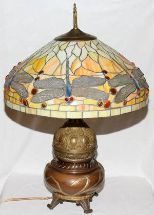 041506 VICTORIAN OIL LAMP WITH ARTSCRAFTS STYLE SHADE