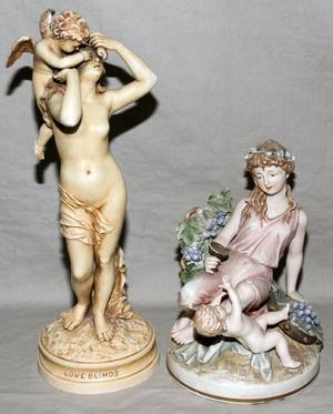 040489 JAPANESE PORCELAIN FIGURAL GROUP 2