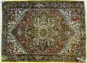 Semiantique roomsize Heriz rug