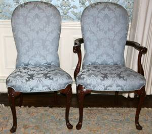 110103 SET OF 8 QUEEN ANNE STYLE DINING CHAIRS