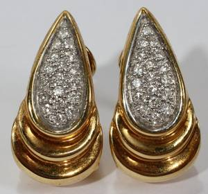111266 18KT YELLOW GOLD  DIAMOND EARRINGS PAIR