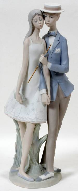 111245 LLADRO BISQUE FIGURE GROUP SWEETHEARTS