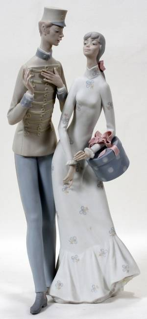 111244 LLADRO BISQUE FIGURE GROUP THE FLIRT H 17