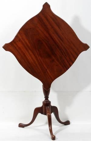 082147 AMERICAN MAHOGANY TILTTOP TABLE H 29 DIA 30