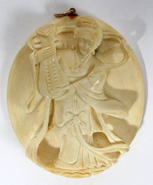 071384 CHINESE CARVED IVORY PENDANT L 2 34