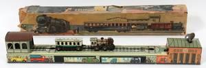 120359 MECANICAL TIN TOY TRAIN RAILWAY ROUNDHOUSE