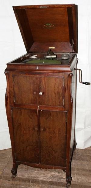 090339 VICTOR TALKING MACHINE VICTROLA C1920 H 47