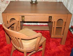 090338 AMERICAN ARTS  CRAFTS OAK DESK  CHAIR H 30