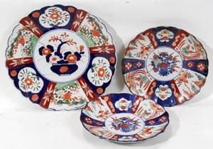 111547 JAPANESE IMARI PORCELAIN PLATES 19TH C THREE