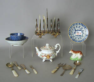 Misc table articles to include pearlware cup and saucers