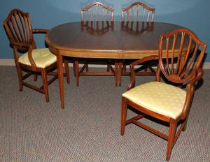 080008 MAHOGANY DINING TABLE  CHAIRS 4 H 29