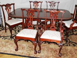 021066 MAHOGANY CHIPPENDALE STYLE DINING TABLE CHAIRS