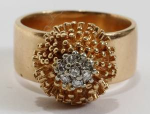 021085 14KT YELLOW GOLD RING WITH 7 DIAMONDS 13 GRAMS
