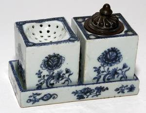 CHINESE BLUE  WHITE PORCELAIN INK STAND